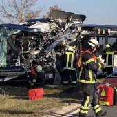 Zwei Schulbusse kollidiert: Mindestens 40 Verletzte