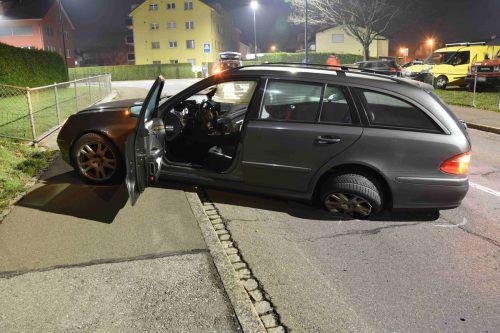 Die Flucht mit dem Auto endete auf einem Trottoir, dann nahmen die Verdächtigen die Beine in die Hand. Grenzwachtkorps