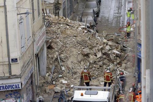 Eines der eingestürzten Gebäude war baufällig und deshalb nicht bewohnt. AP