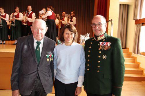 Obmann Karl Brunner, Bgm. Judith Schilling-Grabher und Oberst Alwin Denz.