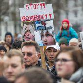 Protest gegen Asylpolitik. 700 Menschen versammelten sich in Bregenz. A5