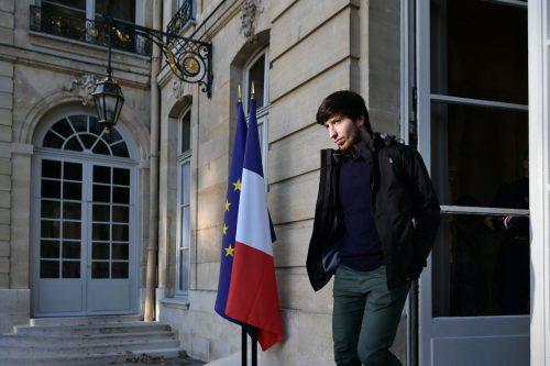 Gelbwesten-Aktivist Jason Herbert verlässt den Amtssitz des Premierministers. afp