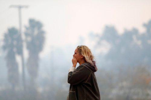 Gleich mehrere große Brände wälzen sich durch Kalifornien und vernichten Häuser, Wälder und Leben. Tausende Einsatzkräfte kämpfen gegen das Feuer. Das Satellitenfoto (Mitte) zeigt, wie die Brände Nordkalifornien im Griff haben. AFP, AFP/NOAA, Reuters
