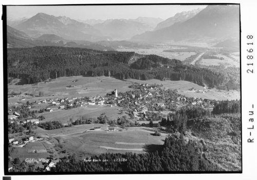 Göfis 1966. Die Kirche im Zentrum des viel kleineren Ortes.