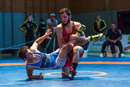 Hamsat Asuchanov (rot) feierte zwei 4:0-Siege gegen Mühlbacher. VN/DS