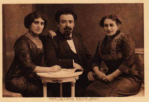 Hans Eschelbach (1868–1948) mit seiner Familie. Der deutsche Schriftsteller hielt sich auf der Flucht vor den Nazis auch in Fraxern auf.Eschelbach, Gemeinde Fraxern