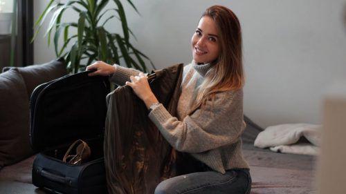 High Heels, Sportsachen und Cocktailkleider: Izabela hat den Koffer für die Reise nach China gepackt. Heute fliegt sie in das Abenteuer Miss-World-Wahl.