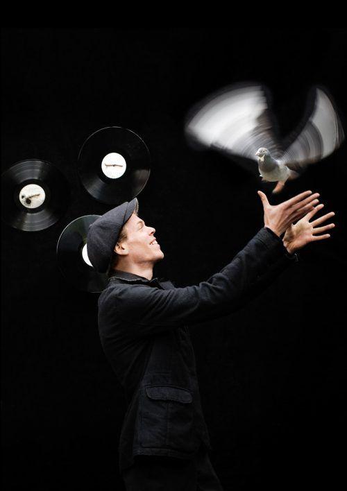 Hin hören und tanzen heißt es am Samstag, wenn Weltenbummler und Ausnahme-DJ [dunkelbunt] in der Remise Bludenz sein einziges Vorarlbergkonzert spielt.JULIA WESELY