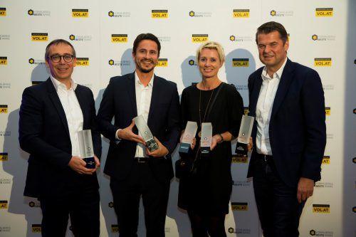 Ihre Marken stehen bei den Vorarlbergern hoch im Ansehen v. l.: CFO Gerhard Humpeler und Bernhard Erkinger (Fa. Blum), Helga Stark und Raimund Wachter (Vorarlberg Milch). VN/Paulitsch