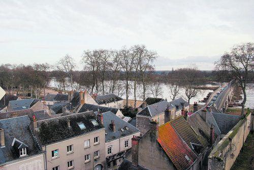 Im Château de Beaugency steigt man in den Turm und blickt über die Dächer zur Loire.