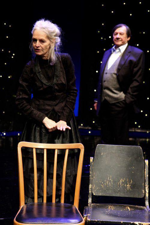 """Juliane Gruner und Günter Rainer in """"Die Stühle"""" beim Ensemble Unpop. Caro Stark"""