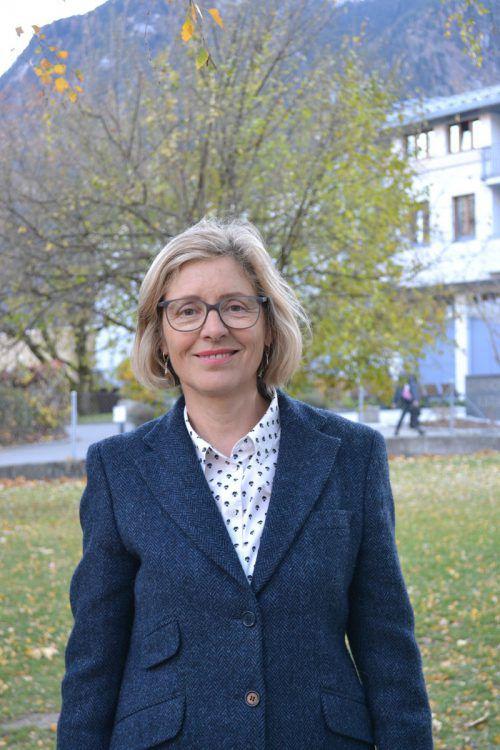Karin Fritz bedankt sich bei ihren politischen Wegbegleitern.bi