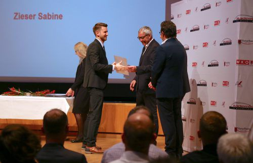 Landesstatthalter Karlheinz Rüdisser, Wirtschaftskammerpräsident Hans Peter Metzler und AK-Präsident Hubert Hämmerle gratulierten den Ausbildnern. uysal