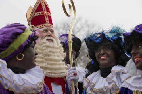 """Laut holländischer Legende kommt """"Sinterklaas"""" im November mit seinen """"Zwarten Pieten"""" in einem Boot aus Spanien an. ap"""