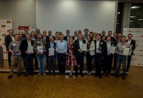 """Lauter Gewinner. Die Preisverleihung des heurigen Bewerbes """"Vorarlbergs beste Arbeitgeber"""" auf der Bühne der Arbeiterkammer in Feldkirch. VN/Paulitsch"""