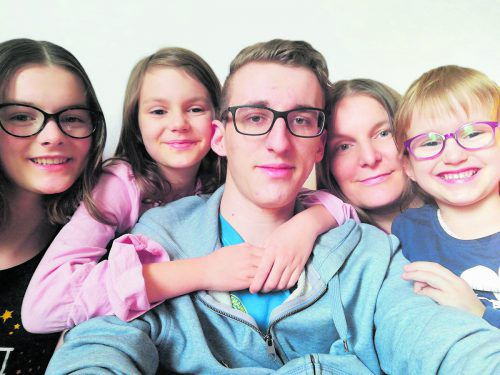 Marion Faltejsek-Lederhoser und ihre vier Kinder leben Natur- und Klimaschutz im Alltag.