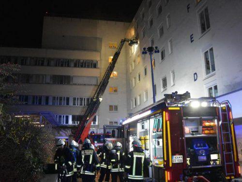Mehrere Feuerwehren waren an den Löscharbeiten beteiligt, Unterstützung bekamen sie auch aus der Schweiz. dpa