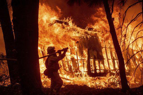 Nach den Waldbränden in Kalifornien werden noch immer 249 Menschen vermisst. AP