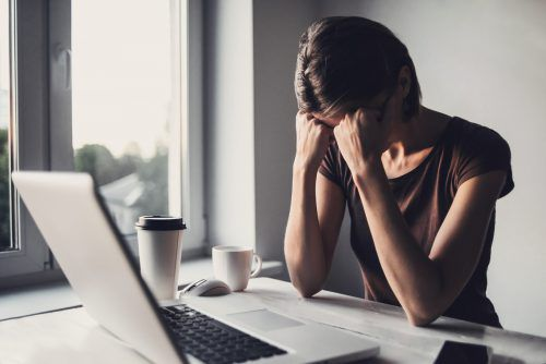 Nicht nur körperliche Einschränkungen können die Arbeitsfähigkeit vermindern, auch seelische Erkrankungen sind ein häufiger Grund.fotolia