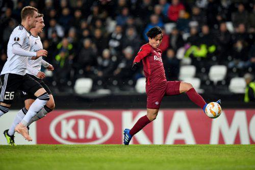 Nicht zu stoppen war von Rosenborgs Defensivspielern an diesem Tag Red-Bull-Stürmer Takumi Minamino (rechts). Der Japaner traf gleich dreimal.gepa