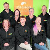 """<p class=""""caption"""">Ökologische Reinigungsmittel nach dem Null-Müll-Konzept von Uni Sapon Feldkirch wurden ausgezeichnet.</p>"""