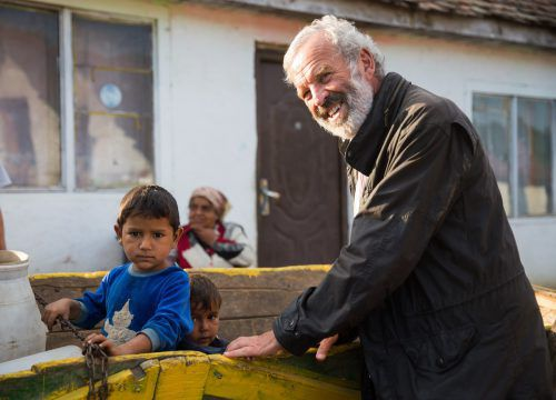 Benachteiligte Kinder sind Pater Georg Sporschill ans Herz gewachsen.zenkert