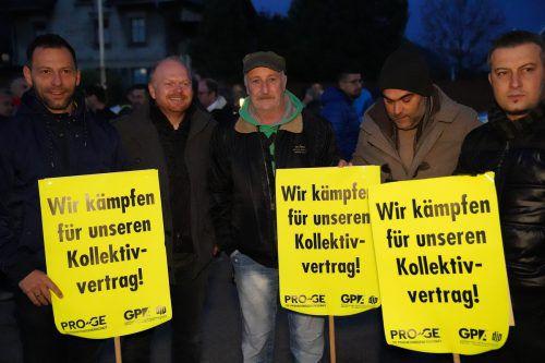 Pro-GE und GPA riefen zum Warnstreik bei Lorünser in Schlins. Rund 200 Mitarbeiter und Gewerkschafter folgten. Fopriv