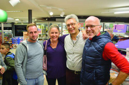 Reinhard Mathis (2.v.r.) mit seinen Freunden Oliver, Elisabeth und Michael.