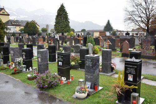 Säulengräber sind eine Möglichkeit, das Umfeld rund um die Gedenkstätte persönlich auszuschmücken.stadt bludenz