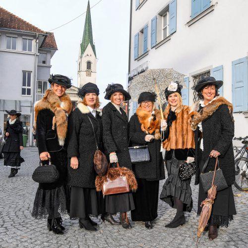S'alto Häß muss sein: Die Frauen wissen, was sich beim Martinimarkt gehört. Lerch
