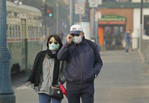 San-Francisco-Besucher schützen sich mit Masken. AP