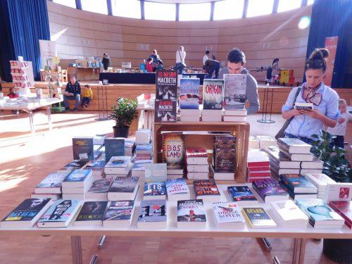 2500 Bücher laden drei Tage lang zum Schmökern, Reinlesen und Kaufen ein. Dazu gibt es ein Rahmenprogramm – speziell auch für die jungen Besucher.Michael MÄser