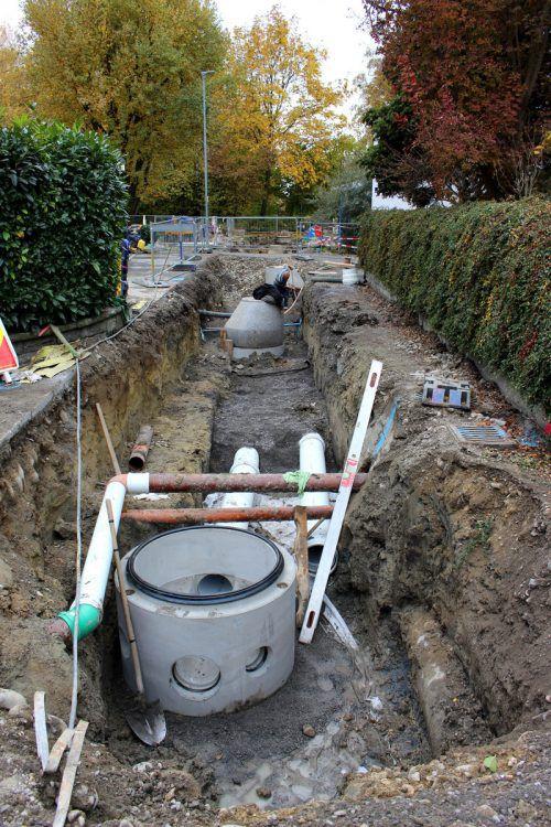 Schmutz- und Oberflächenwässer werden im Wiesenweg künftig getrennt geführt. bms