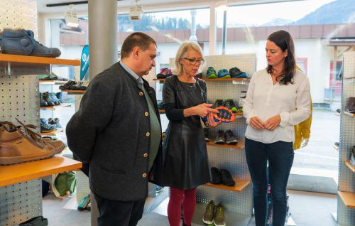 Sportschuhe zählen bei Schuh Fröwis ebenfalls zum Sortiment.