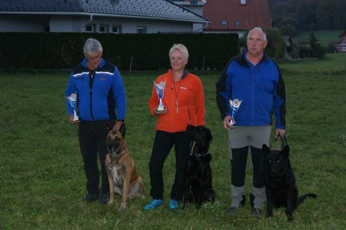 """Doris Spöttl (CFHF Bregenzerwald) holte mit ihrem Labrador Retriever """"Blackthorn Onix"""" den Staatsmeistertitel ins Ländle."""
