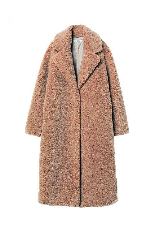 Teddy             Langer, gefütterter Mantel aus Teddyfleece mit verdeckter Druckknopfleiste. Gesehen bei H&M um 79,99 Euro.
