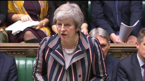 Theresa May will die Brexit-Hardliner für das Abkommen gewinnen. reuters