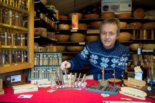 Thomas Klocker ist mit dem Portfolio seines handwerklichen Schaffens zum achten Mal auf dem Dornbirner Christkindlemarkt vertreten. VN/Paulitsch