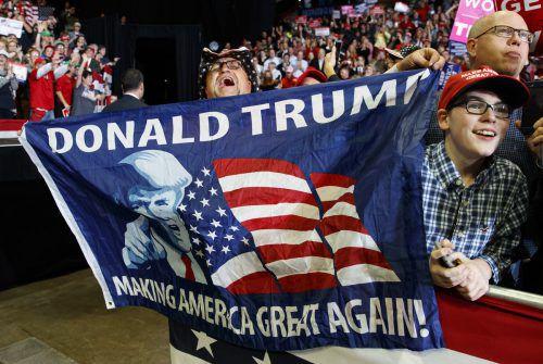 Trump-Fans jubeln ihrem Idol bei einem Auftritt in Missouri zu. Der Präsident legte sich im Wahlkampf ordentlich ins Zeug. AP