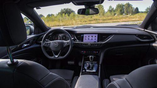 Übersichtlichkeit ist Trumpf im hochwertigen und modern gestalteten Cockpit.