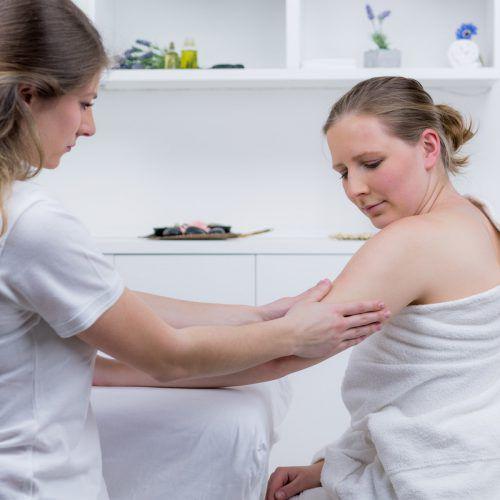 Um die Ursache der Weichteilschmerzen festzumachen, bedarf es einer genauen Diagnose. FOTOLIA