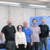 """<p class=""""caption"""">Christine Schwarz-Fuchs mit Team: """"Umweltbewusstes Handeln ist in der Buchdruckerei Lustenau Pflicht.""""</p>"""