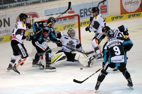 Viel zu tun gab es für DEC-Keeper Rasmus Rinne beim zweiten Spiel innert 24 Stunden gegen die Black Wings Linz.Gepa