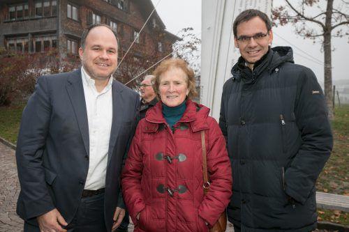 """VN-Chefredakteur und """"Ma hilft""""-Obmann Gerold Riedmann mit Landeshauptmann Markus Wallner, der von seiner Schwiegermutter Krimhilde Fußenegger zur Gala begleitet wurde."""