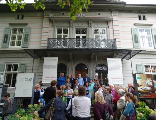 Vom Balkon des Jüdischen Museums wird die Gründung der Republik Europa verkündet.tf