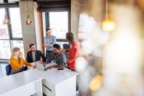Wichtig ist auch, dass ein Arbeitnehmer gern für ein Unternehmen arbeitet und sich mit dessen Zielen identifizieren kann. fa