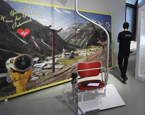 Zu sehen sind auch Exponate aus den Bundesländern, etwa ein Sessel eines Lifts aus Alberschwende. APA