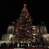 Rom feiert seinen Luxuschristbaum