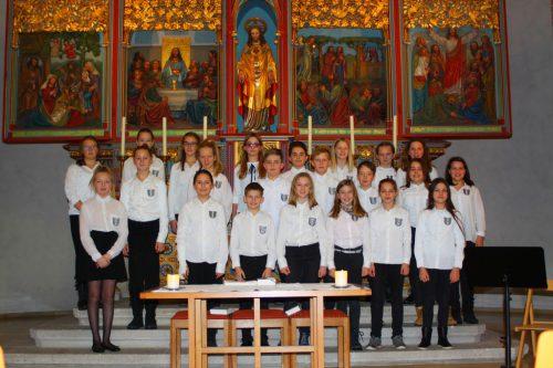 90 Schülerinnen und Schüler musizieren in der Pfarrkirche St. Gallus.???