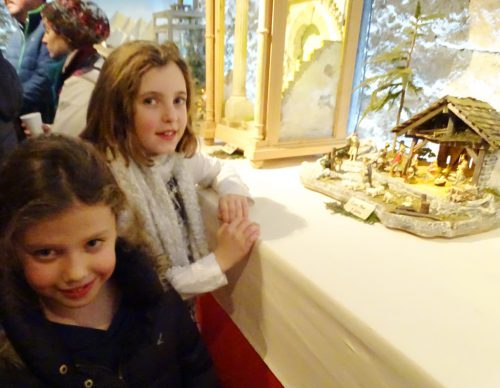 Auch Kinder waren von den schönen Krippen begeistert.tf